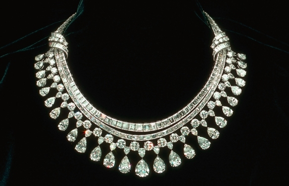 diamond necklace med