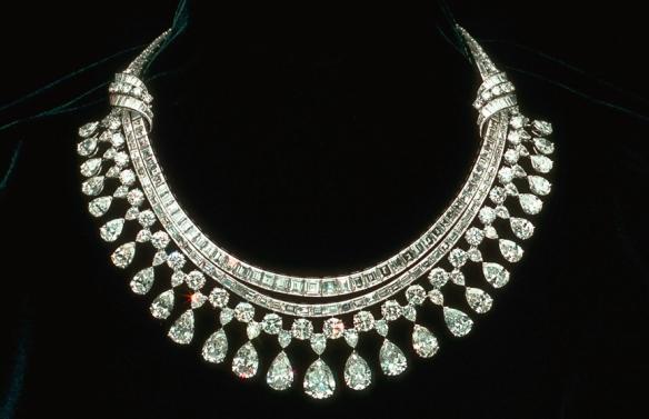 diamond necklace med